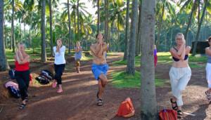 8-indien-yogagrupp-palmar-väg-186